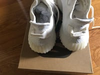 Selling brand new yeezy in box  Mississauga, L4V
