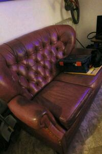 2x tufted red leather love seat Edmonton, T5G 0K5