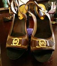 Michael kors size 8 pair of brown heel's Des Moines, 50315