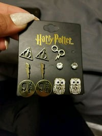 Harry Potter earrings one missing Hamilton, L8T 4W1