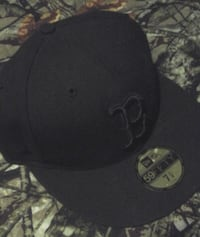 Lids Boston black on black Fitted Size 7 1/4