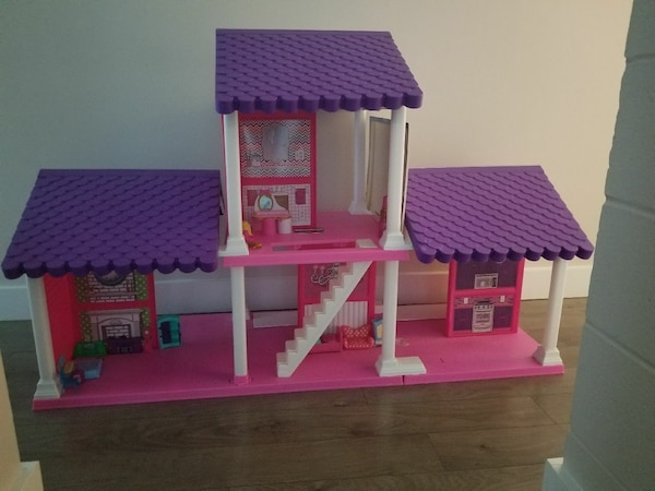 Big doll house. origi al price $99. Selling $5