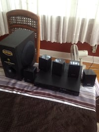 Sony DVD / CD player with speakers  Barrie, L4N 3Z5
