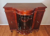 LIKE-NEW CHESTNUT BROWN CHIC BOTTLE CABINET - mint condition!
