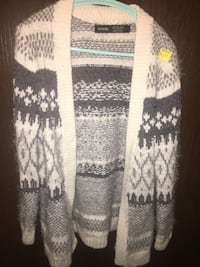 Super soft warm fuzzy sweater euc Calgary, T3G 1P3