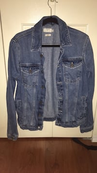 Men's Jean jacket small top shop  Burnaby, V5B 2N6