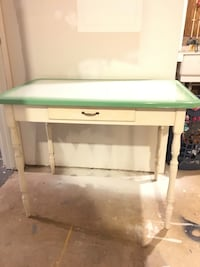 White and green Vintage Table Woodbine, 21797