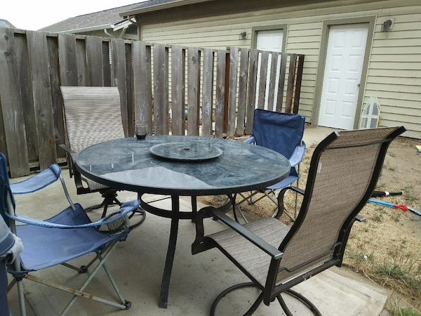 Patio Table And Chairs Rug Grill
