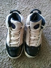 Used kids shoes 13.5c