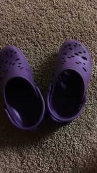 Size 11 purple summer shoes Richmond Heights, 63117