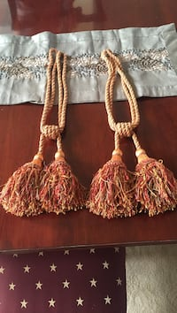 Elegant set of high-end Tassels. 10 km