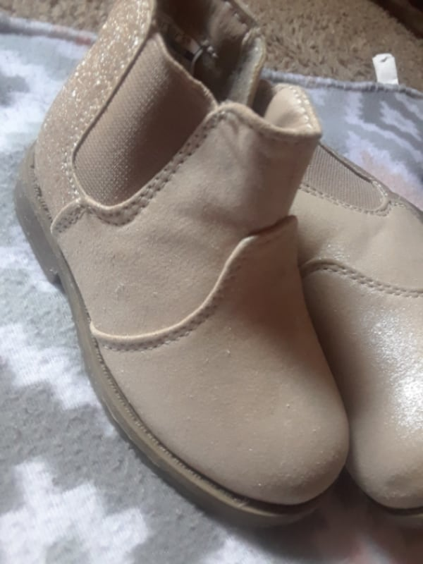 Assorted Toddler girl shoes & boots SZ- 4-6  89902821-0c3d-46ab-81c6-19f12c8a3c65