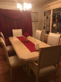 Large Dining Room Set in Excellent Condition Fort Washington, 20744