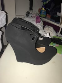 Pair of black suede heeled shoes Springfield, 22151