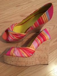 pair of pink-and-brown peep toe pumps Toronto, M2J 4T1