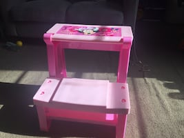 Convertible Minnie Mouse table/chair