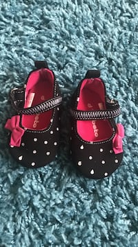 pair of black-and-red sandals San Leandro, 94577