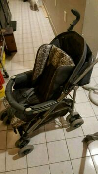 Fold up stroller St. Catharines, L2T 0A1