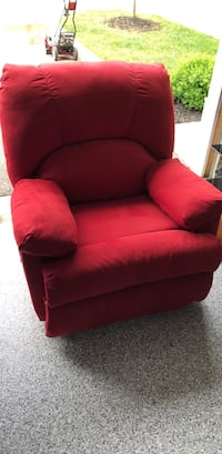 Red fabric sofa chair - excellent condition Lewis Center, 43035