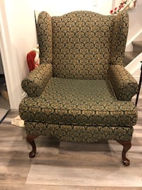 Large vintage classic chair with armrest Markham, L3S 2V1