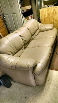 Tan leather couch Macon, 31211