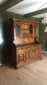 Brown wooden cabinet with hutch Tiverton, 02878