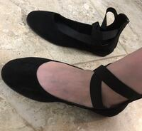 Brand new shoes size 52 (which is 9-9.5)women black flat 554 km