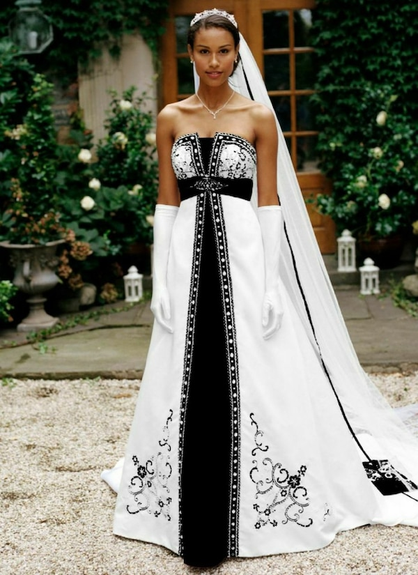 Used Unique black   white wedding dress for sale in Hilton Head Island 6a43b363b
