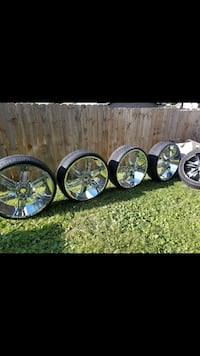 I'm selling some chrome rims they are 28  Des Moines, 50314