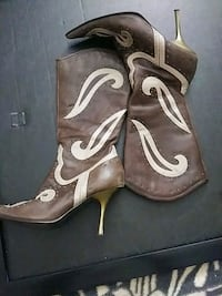 pair of brown leather heeled shoes Edmonton, T5H 3T4