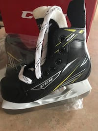 CCM tacks brand new in box size 13 youth .. perfect for the new hockey season!! Brampton, L6R