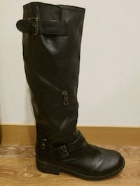 pair of black leather boots Redmond