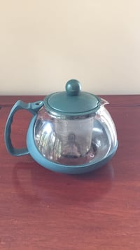 Small green glass teapot with defuser  London, N6K 4J5