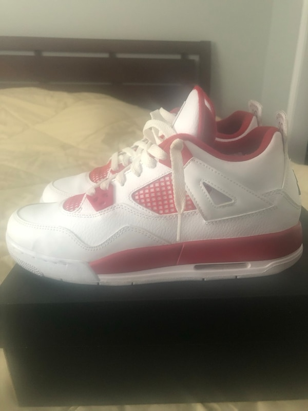 competitive price 4d799 639ae SIZE 7y - AIR JORDAN RETRO 4s (White & Red) (great condition)