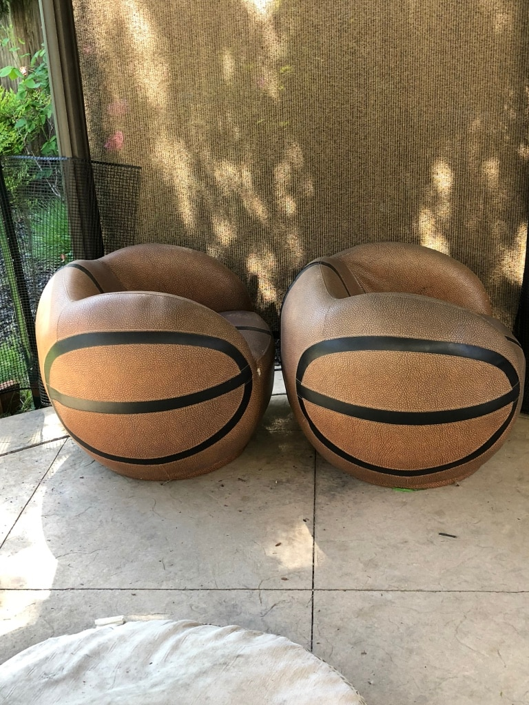 Two black and brown basketball chairs & Brukt Two black and brown basketball chairs til salgs i West ...