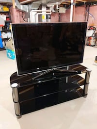 Selling TV and TV stand  Aurora, L4G 7C4