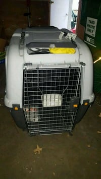 """pet carrier# Airlines#extra large  41""""x 28""""x 29"""". Creve Coeur"""