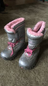 pair of gray-and-pink dock boots Edmonton, T6L 2H5