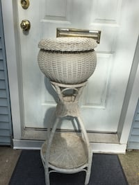 Wicker plant stand Chicago, 60618