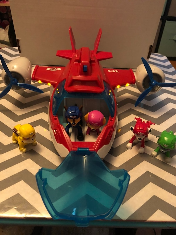 Paw Patrol plane and figures
