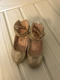 Size 7 toddler girls gold shoe  Rochester, 14616