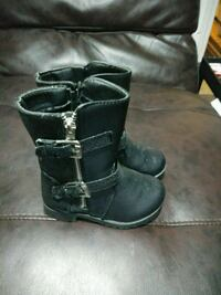 pair of black leather boots Hazel Park, 48030