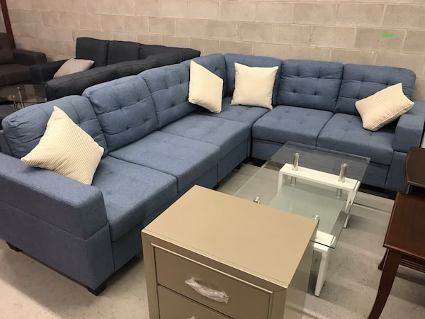 Pleasant Brand New Large Blue Fabric Sectional Sofa With 4 Throw Won Sale Home Interior And Landscaping Mentranervesignezvosmurscom