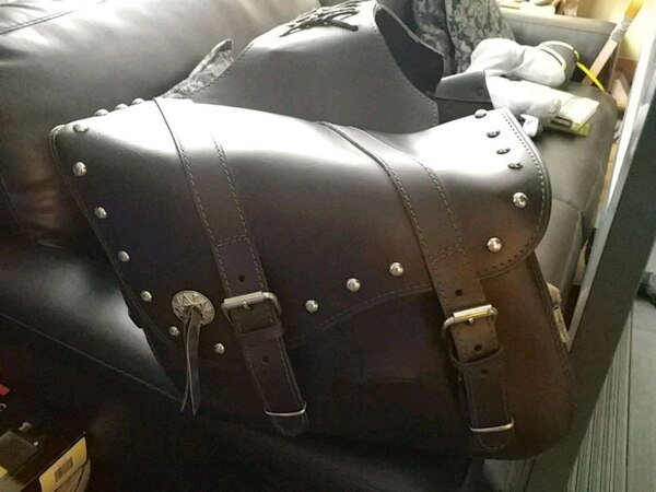 LEATHER BAGS ...off. 99 SPORTSTER.  (FITS OTHERS)