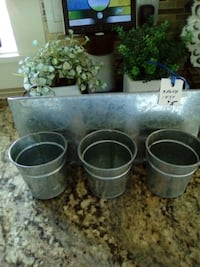 Metal 3 pot wall or table planter Kelowna, V1V