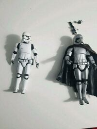 2 star wars figures and 2 guns