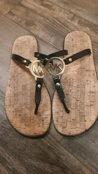 black and brown Michael Kors leather thong sandals Great Falls, 59405