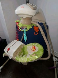 baby's white and green cradle n swing La Prairie, J5R 5J2