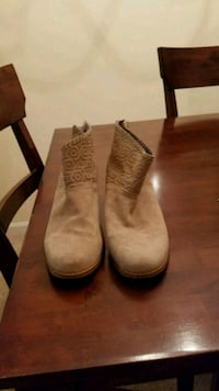pair of brown suede boots Laurel, 20724