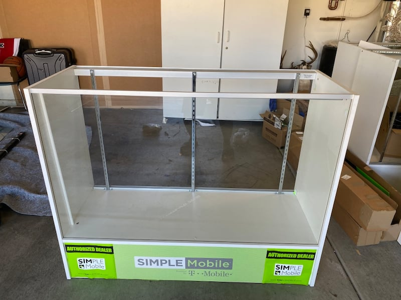 4 ft display case  1